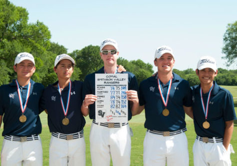 Boys golf advances to state