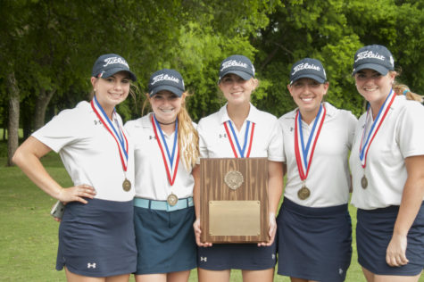 Girls golf team wins district