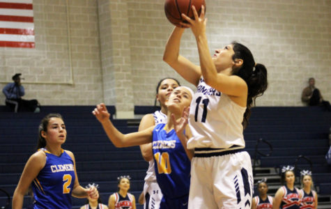 Girls basketball defeats Incarnate Word in season opener Nov. 3