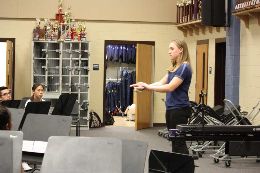 Sophomore french hornist Kaleigh Kirkpatrick readies herself for her showing while sophomore clarinetists Iris Bradbury and Jonathan Nunez view.