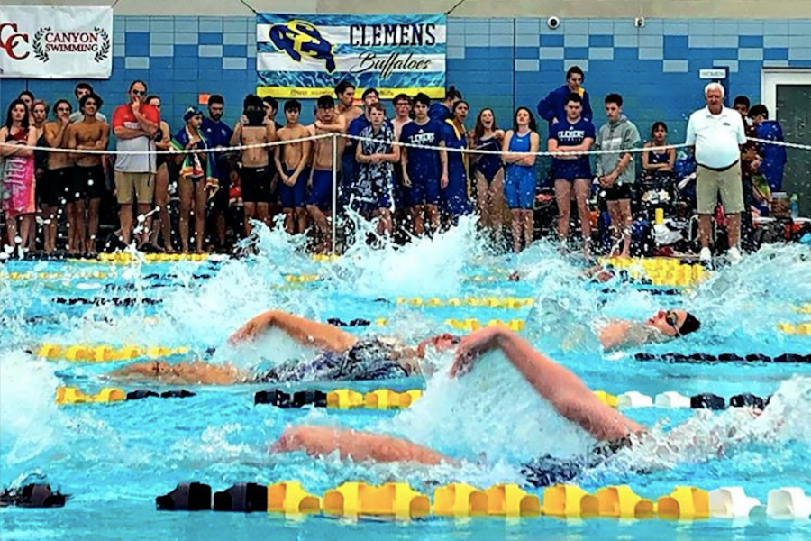 Girls+compete+in+the+100+meter+backstroke.+Laney+Skrobanek+set+a+district+record+in+the+event.