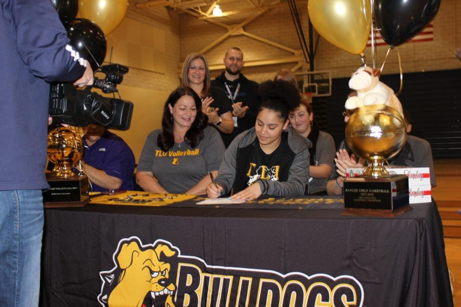 Tanyse Moehrig signing to play volleyball and basketball at TLU