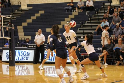 Seniors Alexa Pyle and Jaci Mesa run towards the net to recieve the ball in tehir game against East Central on Sept.28.